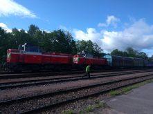 Freight train driver pulls up at Lohja kahvila to get morning tea